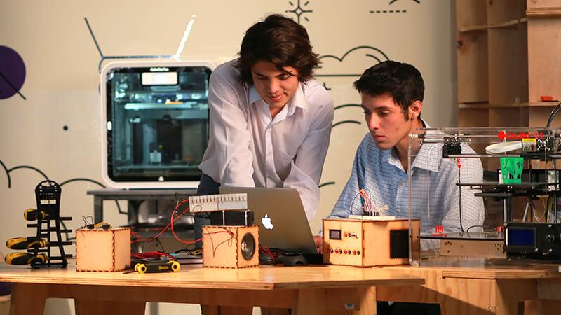 Único laboratorio de fabricación digital en Huancayo | Universidad Continental