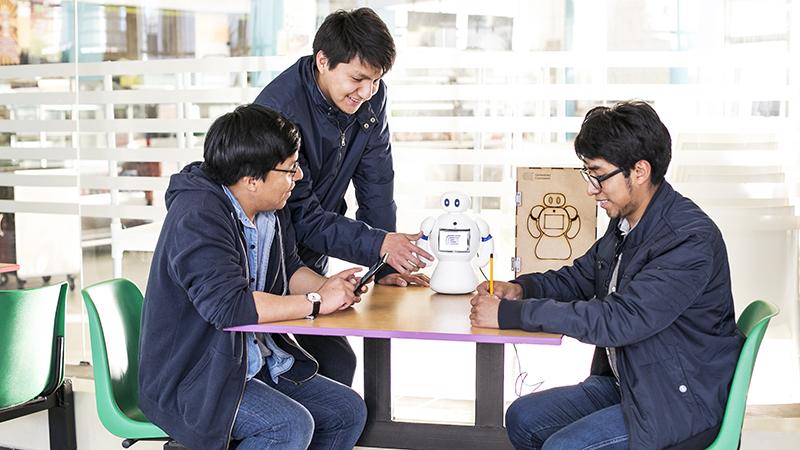 salud-y-tecnologia-conoce-al-robot-que-puede-ayudar-a-ninos-con-autismo-universidad-continental-3.jpg