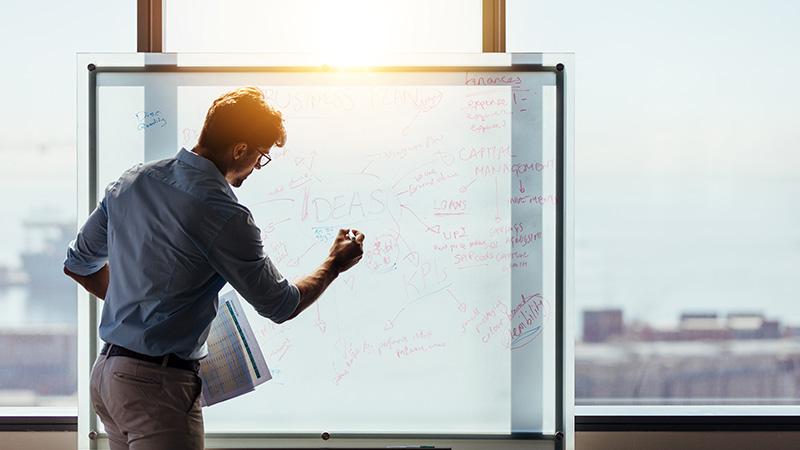 Pensamiento lateral: ¿Cómo tomar decisiones reduciendo los riesgos?   Universidad Continental